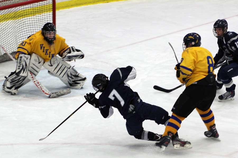 Spartan+hockey+falls+to+Howell+5-2+