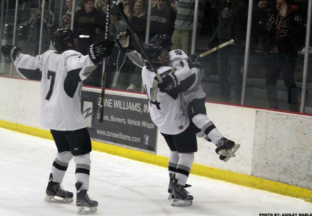 Varsity+ice+hockey+ties+with+Howell