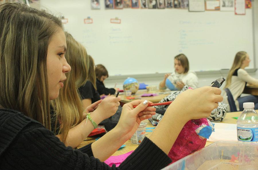 Art+class+makes+paper-m%C3%A2ch%C3%A9+masks+