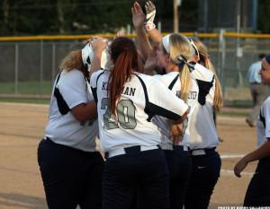 Varsity softball defeats FHN