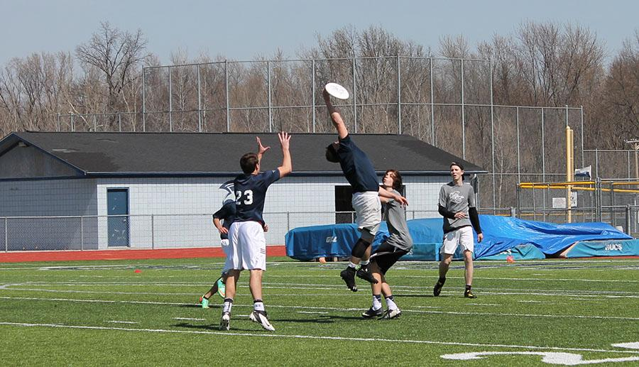 FHC Ultimate Frisbee team plays DeSmet