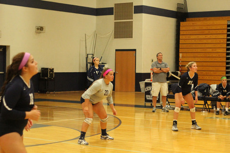 Left: Sarah Mueller, Center: Brittany Howard, Right: Eva Mich all anticipating where the ball will be played.