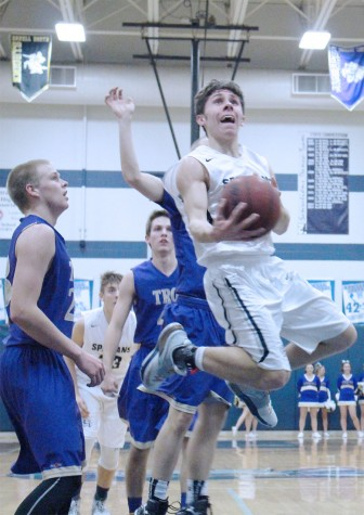 Boys basketball loses first GAC South game
