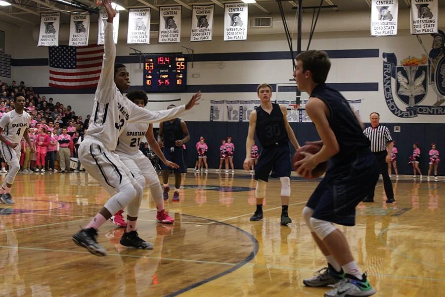 Boys+basketball+takes+on+Howell+North