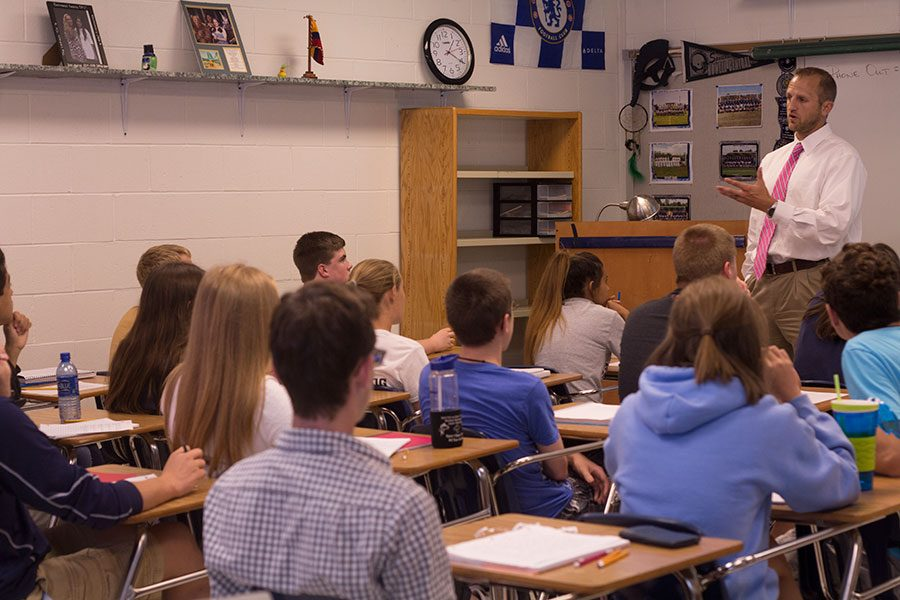 Mr. Nick Beckmann teaches a class full of 30+ students in AP Government. Many teachers have seen class sizes jump over 30 at the start of the 2016-17 school year.