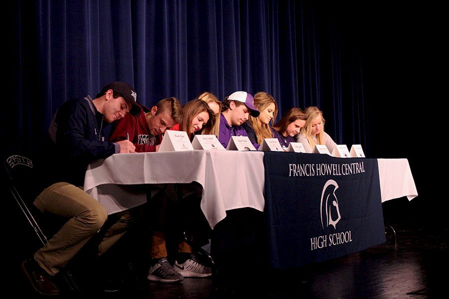 Seniors sign their NLI's
