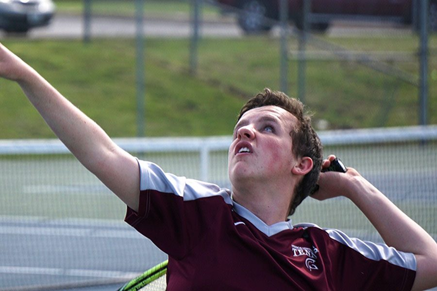 On+the+first+day+of+the+Howell+doubles+tournament%2C+Alex+Schrautemeier+serves+to+the+opposing+team.+He+and+his+brother+eventually+went+on+to+win+third+place+overall.