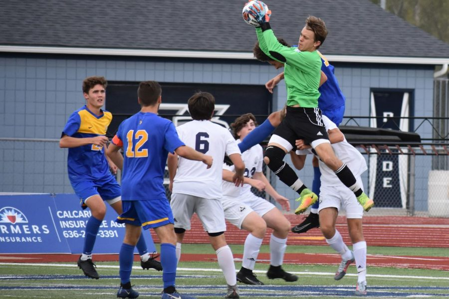 Soaring+above+defenders+and+opponents+alike%2C+senior+Logan+Morris+makes+a+save+during+the+Spartans+victory+over+Francis+Howell+in+GAC+South+conference+play.