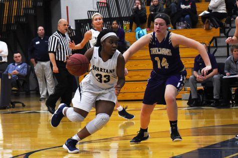 Varsity girls basketball expands on their winning streak