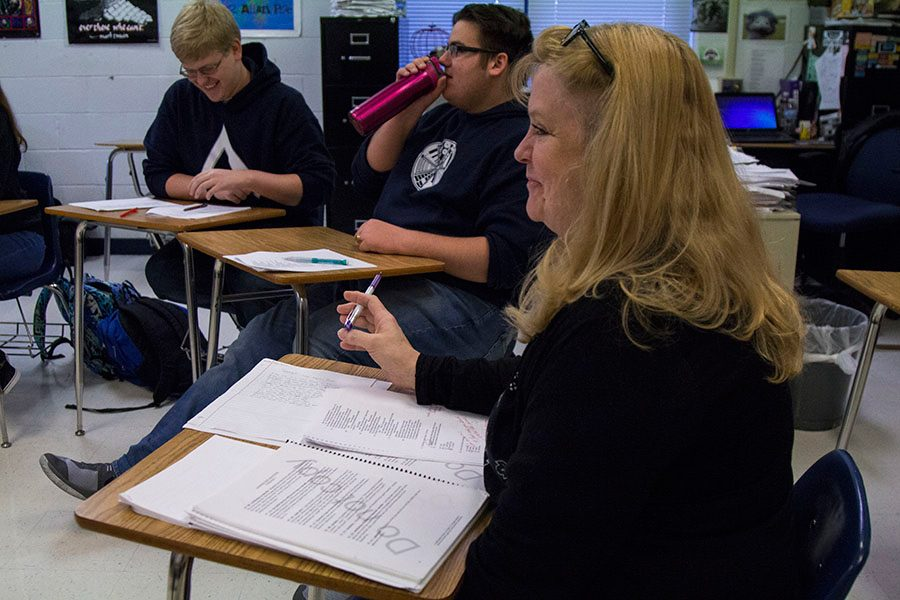 Mrs.+Shockley+sits+in+the+middle+of+a+discussion.+She+is+making+sure+her+students+are+understanding+what+they+are+discussing.+