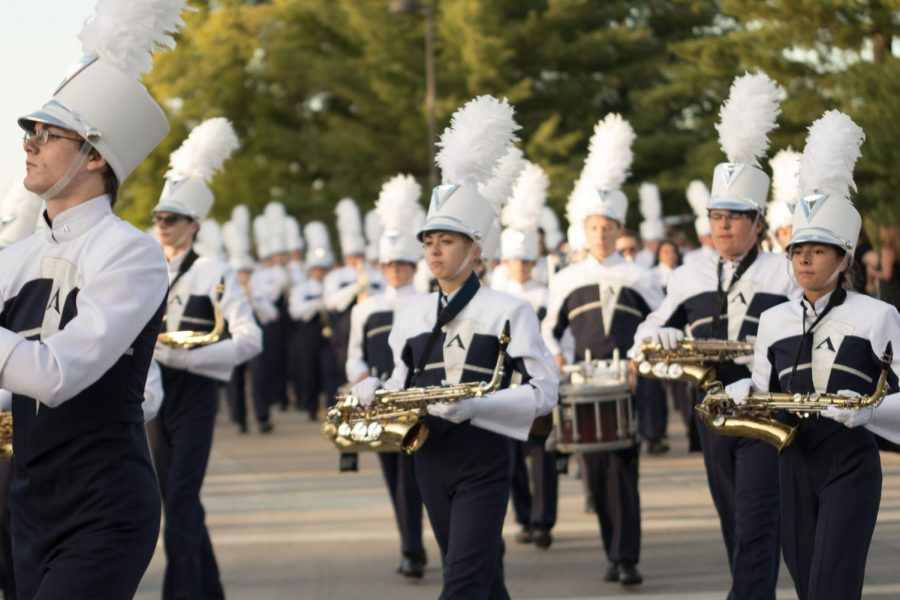 FHC+Spartan+Regiment+marches+in+the+annual+homecoming+parade.+