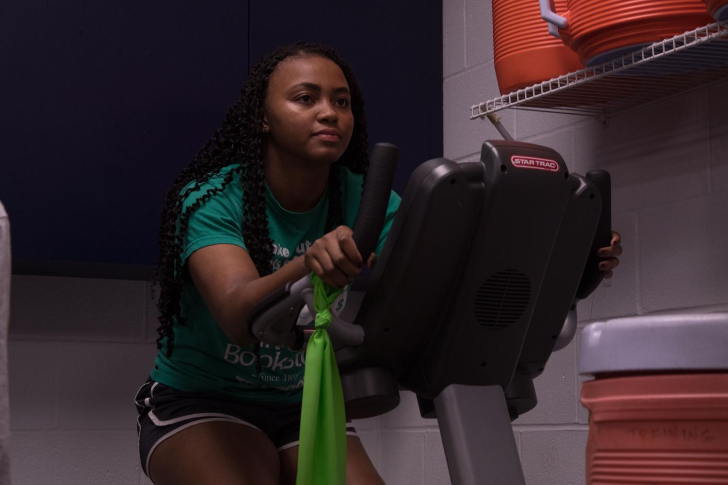 Aria Lynch exercises her ACL after injuring it last summer. Lynch says that doing these exercises has really helped her regain some of her former ability.