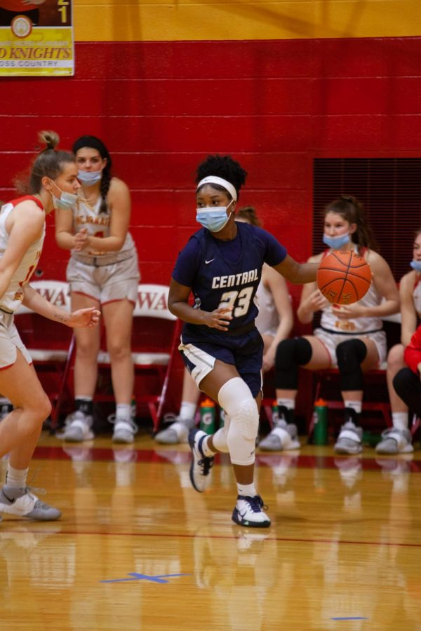 Senior Monica Anderson looking for a pass
