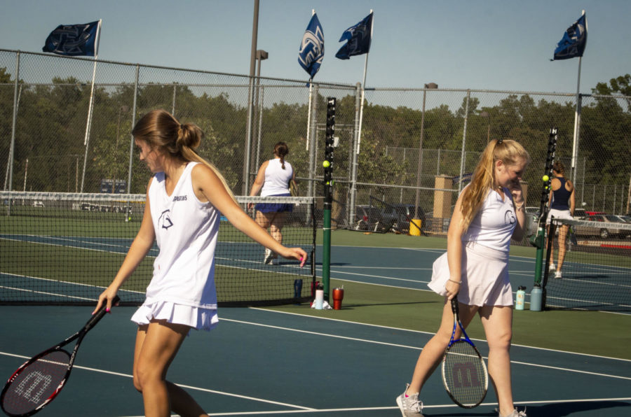 Juniors Loryn Thorpe and Aubrey Hunter trade places on the court.